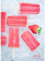 Paletas de fresa - Strawberry ice pops recipe | TeenieCakes.com