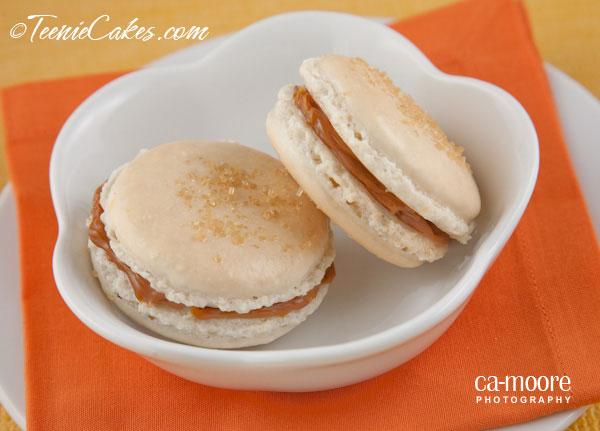 Vanilla and Dulce de Leche (Cajeta) Macarons